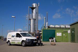 Biogasanlage mit Monteur 300x200 - Gewerbe / Industrie